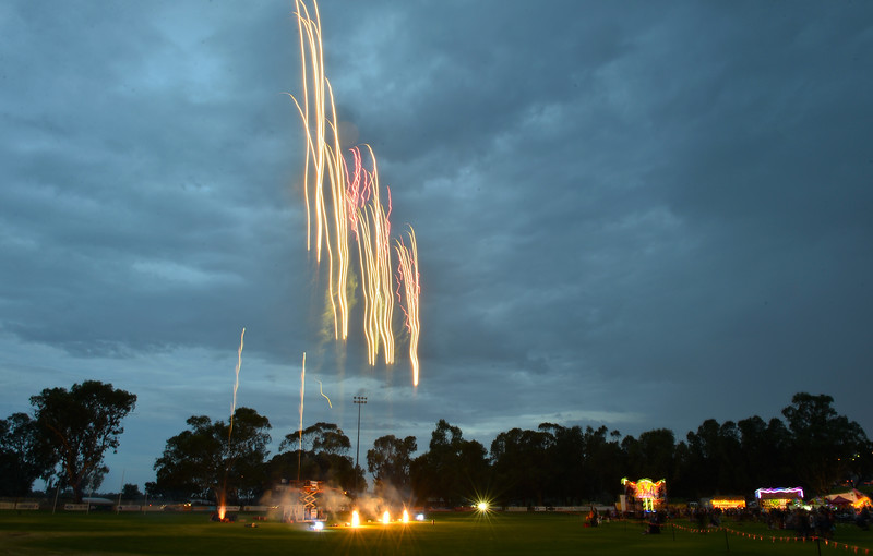 Waikerie Australia Day Fireworks (in the rain)