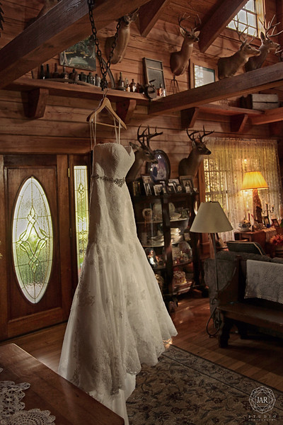 03-wedding-dress-gorgeous-place-isola-farms-jarstudio.jpg