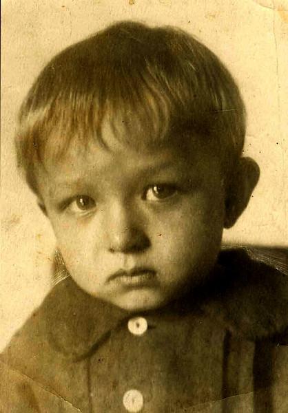 Так выглядели глаза СЫНА ВРАГА советского НАРОДА... Лёне 2 года