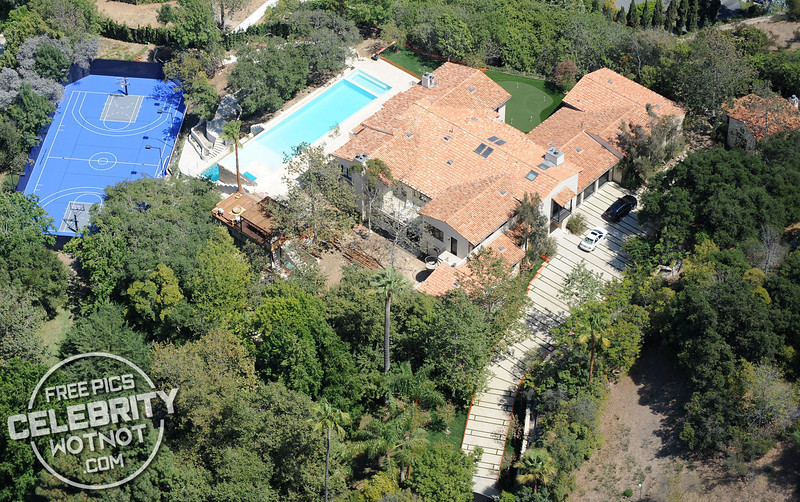 Justin Timberlake & Jessica Biel Have A Blue Basketball Court At Their Hollywood Home