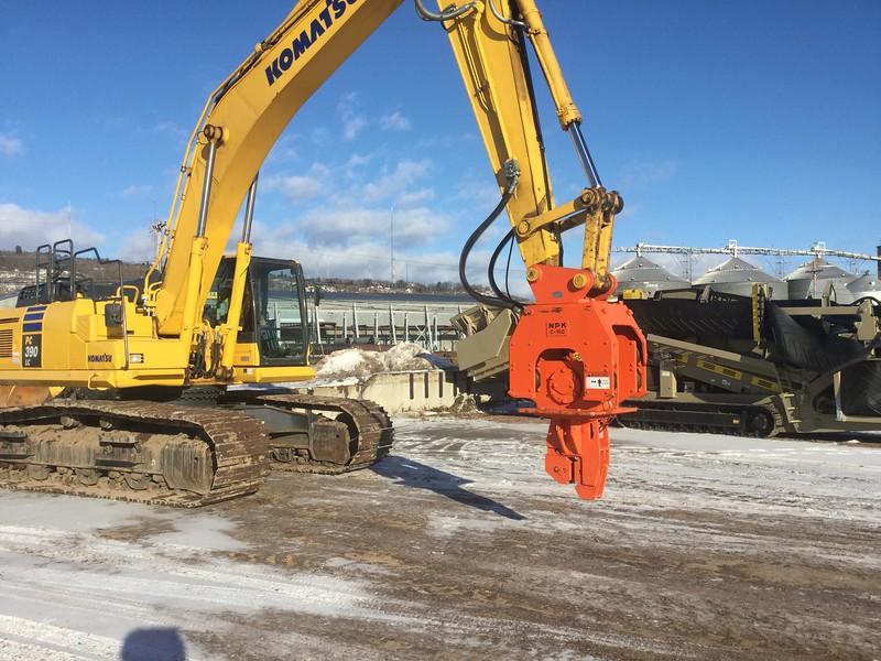 NPK C10CSD sheet pile driver on Komatsu excavator (2).jpg