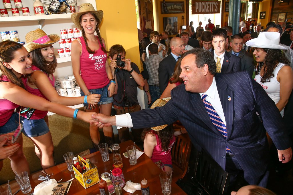 ". 10. (tie) CHRIS CHRISTIE <p>New Jersey governor has lost 85 pounds, which shows how much he�s sweating Bridgegate. (unranked) <p><b><a href=\'http://www.thewire.com/politics/2014/06/chris-christie-weight-watch-update-down-85-pounds-fit-enough-to-be-president/372003/\' target=""_blank\""> LINK </a></b> <p>    (AP Photo/Terry Wyatt)"