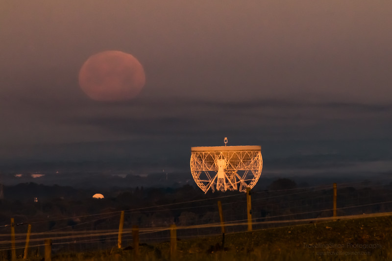 Full Moon Setting over Jodrell Bank - commercial use requires licence www.travellingsimon.com-49.jpg