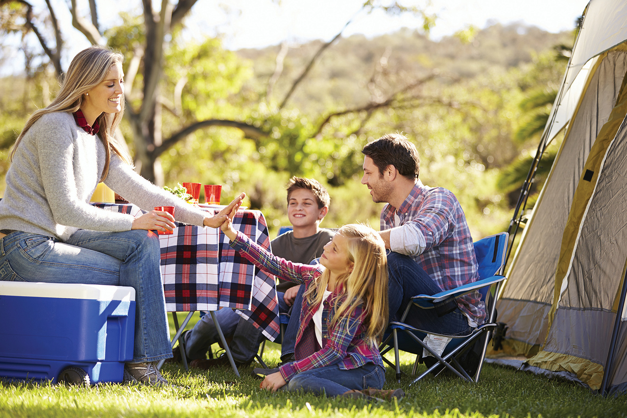 //www.dreamstime.com/stock-image-family-enjoying-camping-holiday-countryside-smilng-image38635311