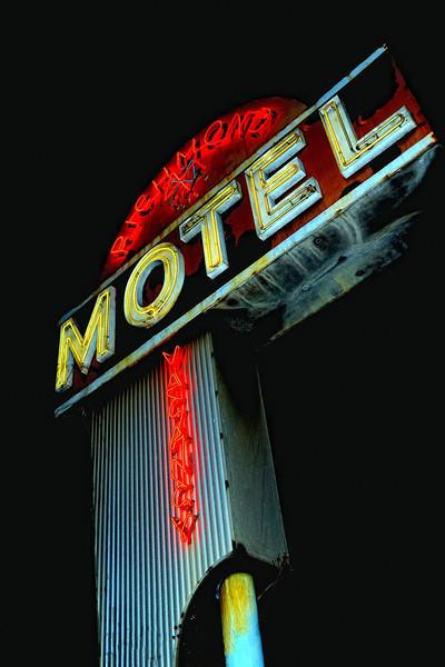 Richmond Motel Neon.JPG
