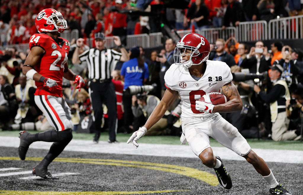 . Alabama wide receiver DeVonta Smith (6) makes a touchdown catch against Georgia during overtime of the NCAA college football playoff championship game Monday, Jan. 8, 2018, in Atlanta. Alabama won 26-23. (AP Photo/David Goldman)