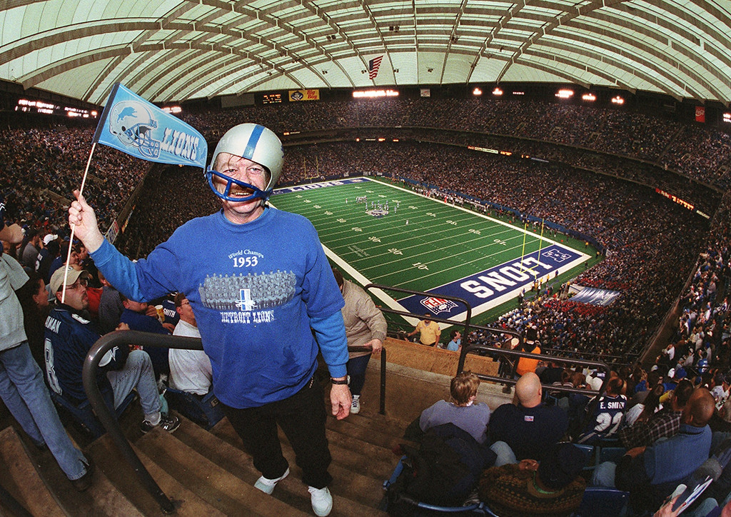 . Lions fan Dennis Chapin cheers on the Lions during the last game at the Silverdome against the Dallas Cowboys Sunday January 6, 2002.