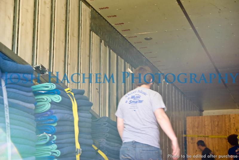 12.29.2008 Unloading the Truck (30).jpg