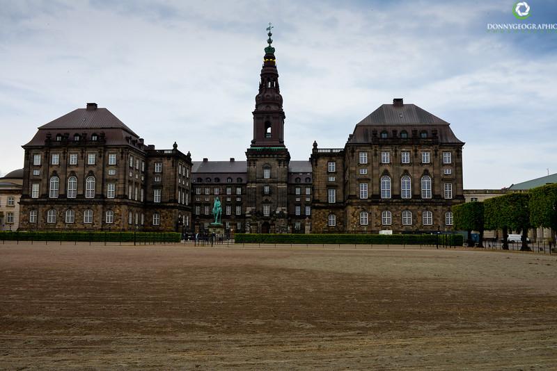 Palace_.jpg