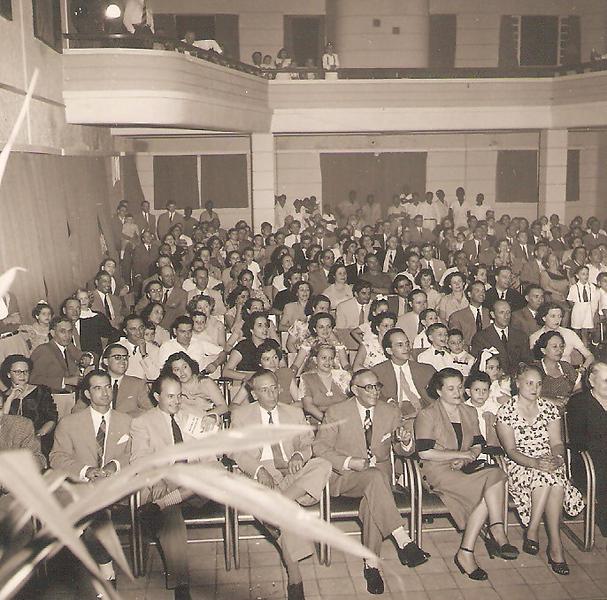 Natal 1952 - Assistência à festa dos pequenos.jpg