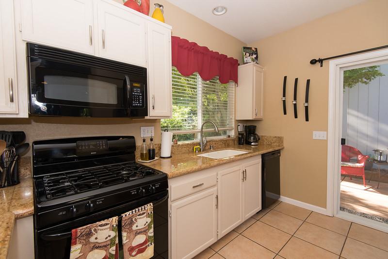DSC_4899_kitchen.jpg