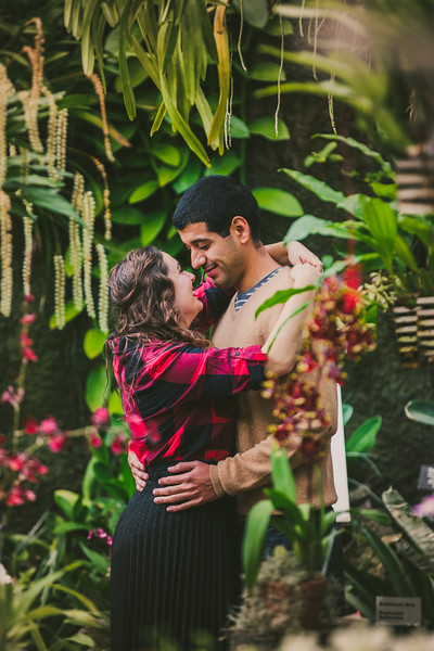 Lincoln-Park-Conservatory-Engagement-Session-4.jpg