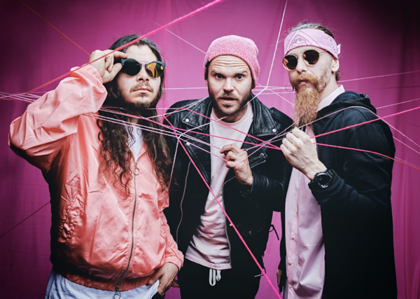 """PINK ELEFANTS SHARE VIDEO FOR NEW SONG """"PEACE SIGN"""""""