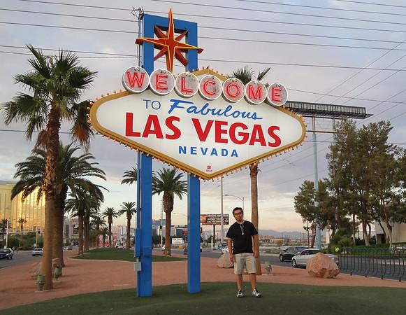 2010-10-16 - Las Vegas Trip for Kim Kardashian