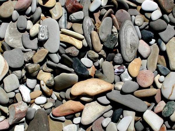 389-253-2800x2000stones_on_the_beach.JPG