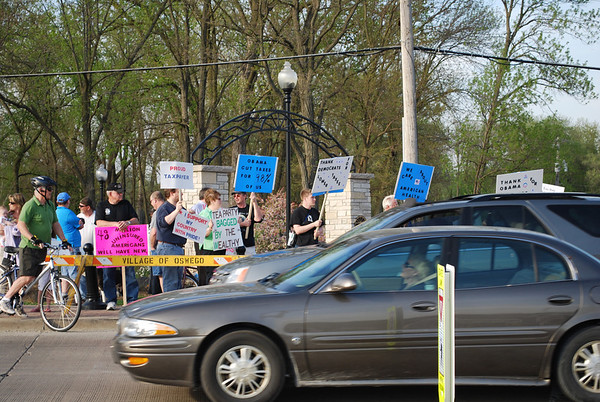 Tea Party rally with opposing group on Hudson Bridge in Oswego 4-15-10