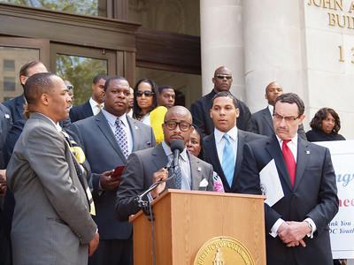 Reheem DeVaughn honored with the key to the city by Mayor Vincent Gray