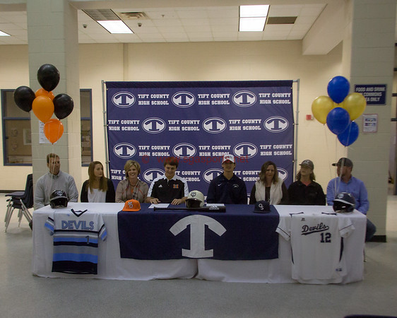 Tift County Signing: Basset and Avant