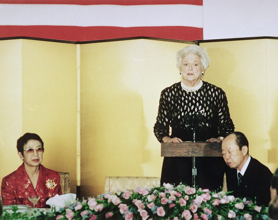 . Barbara Bush speaks at a State dinner held at Prime Minister Kiichi Miyazawa\'s official residence in Tokyo in place of her husband, President George Bush, who collapsed at the dinner earlier Wednesday, Jan. 8, 1992 in Tokyo. The Prime Minister is seated right, and his wife, Yoko, is at left. (AP Photo/Kyodo)