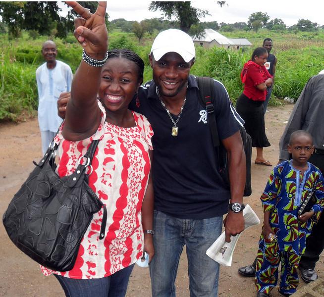 10 09-10  FCH Nigeria staff Ms. Bukkie Aderinto with homeowner Festus Egbo.  so