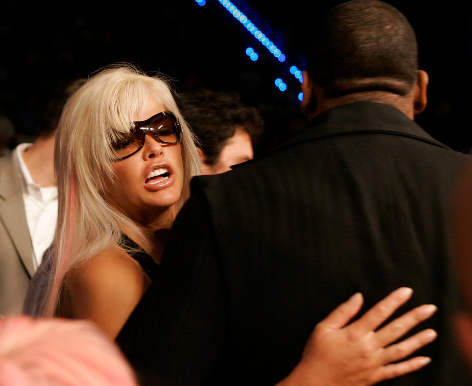 . **FILE**Anna Nicole Smith arrives on the arms of a bodyguard before a boxing event  Jan. 6, 2007, in Hollywood, Fla. A lawyer for  Smith says she has died in Hollywood Fla., Thursday, Feb.8, 2007(AP Photo/Wilfredo Lee)