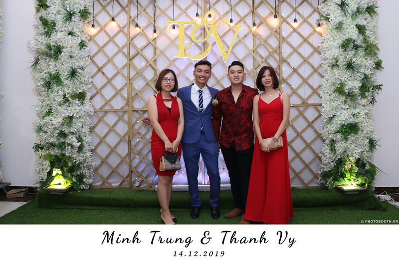 Trung-Vy-wedding-instant-print-photo-booth-Chup-anh-in-hinh-lay-lien-Tiec-cuoi-WefieBox-Photobooth-Vietnam-124.jpg