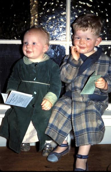 1960-10 (13) Louise 6 mths & Tony 2 yrs 11 mths.JPG