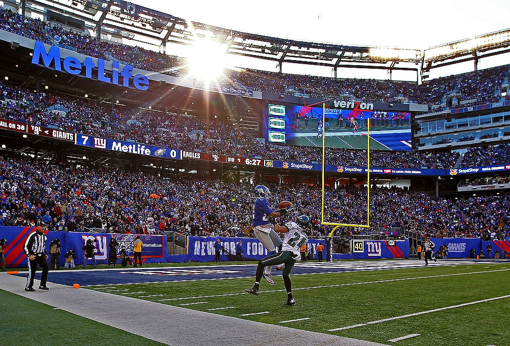 . Rueben Randle #82 of the New York Giants catches a touchdown against  Nnamdi Asomugha #24 of the Philadelphia Eagles during their game against the at MetLife Stadium on December 30, 2012 in East Rutherford, New Jersey.  (Photo by Al Bello/Getty Images)