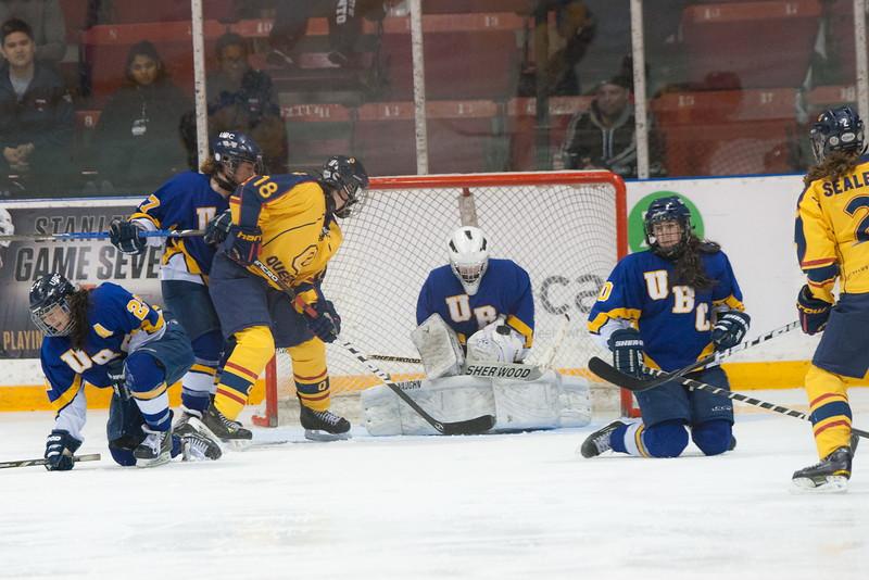 20130310 QWHockeyvsUBC 562.jpg