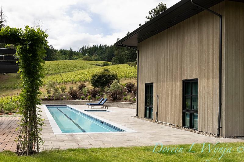 2 Mules poolside patio_7136.jpg