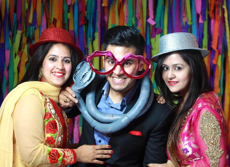 fun_at_photobooth.jpg