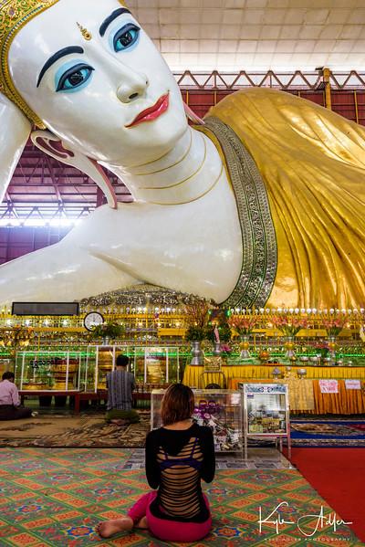 A worshiper at Chaukhtatgyi Pagoda.