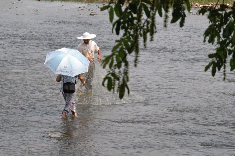 Fischer im Fluss.