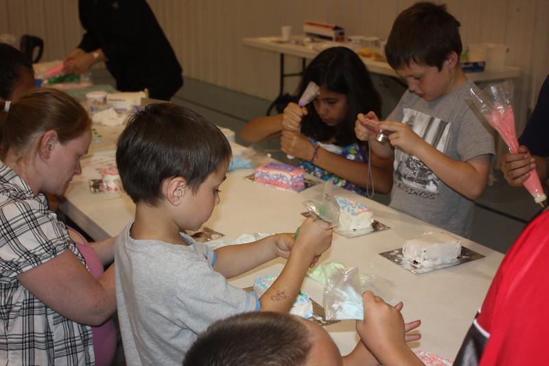 Mid-Week Adventures - Cake Decorating -  6-8-2011 146.JPG