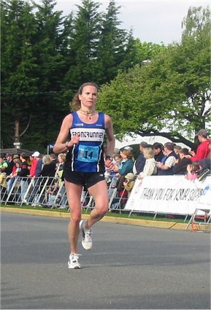 2003 Times-Colonist 10K - Carla Dunn has another good run