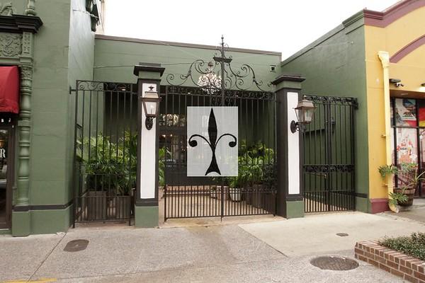 Ponchartrain Hotel Gate