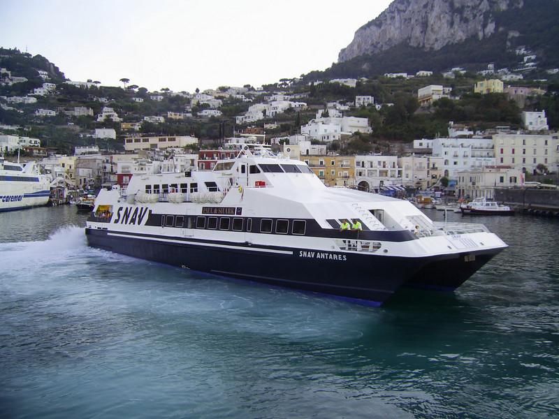 2007 - SNAV ANTARES maneuvering in Capri.
