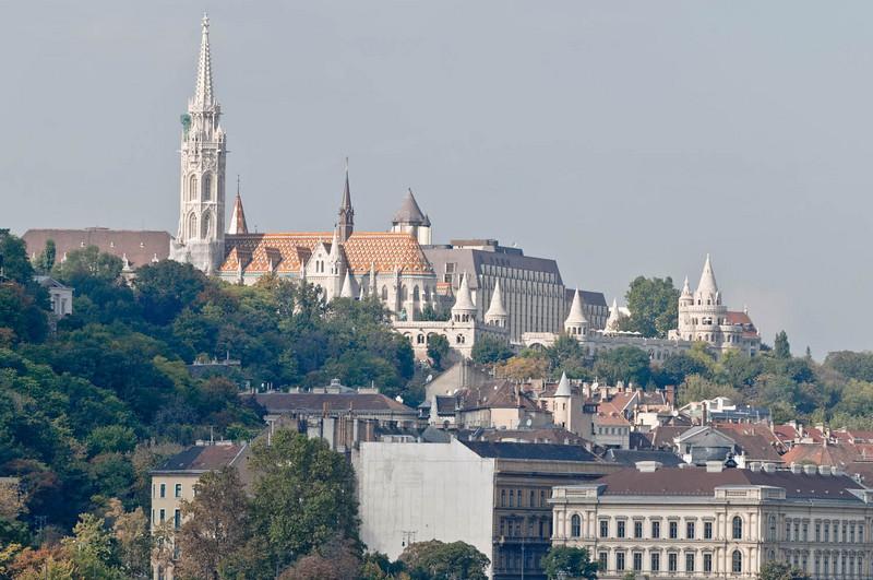 Die Matthiaskirche auf der westlichen Donauseite (Buda).
