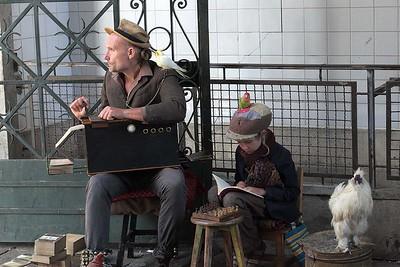 Father and daughter at the Mercado do Bolhão