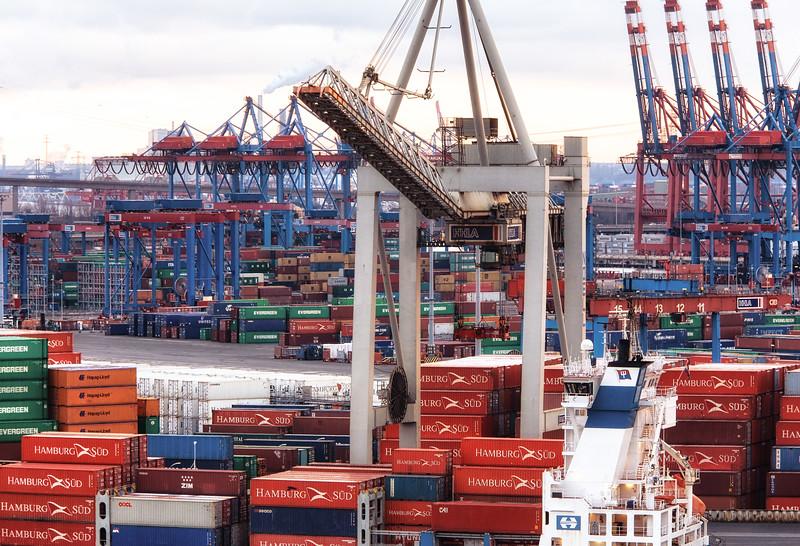 Container-Terminal Burchardkai Container und Containerschiff