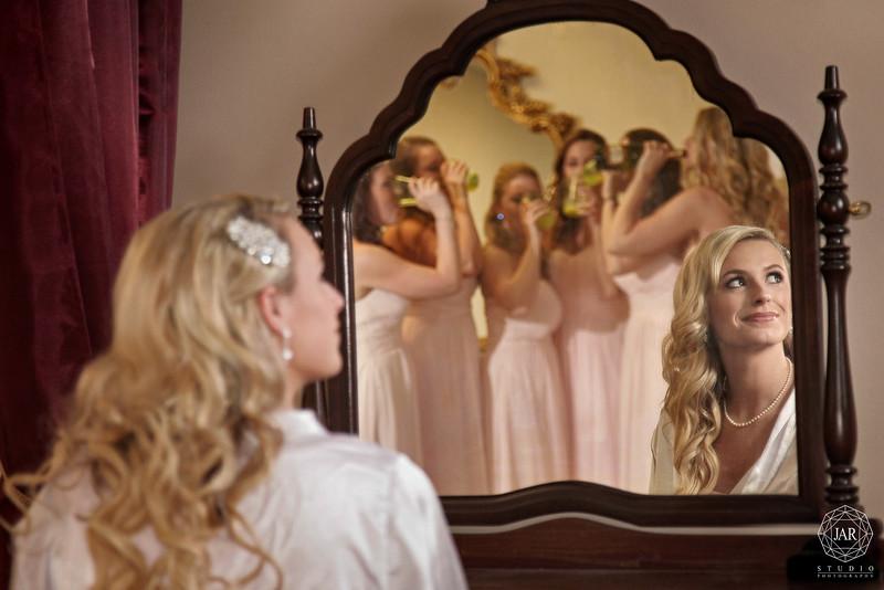 02-gorgeous-bride-hairstyle-down-jarstudio-photography-orlando.jpg