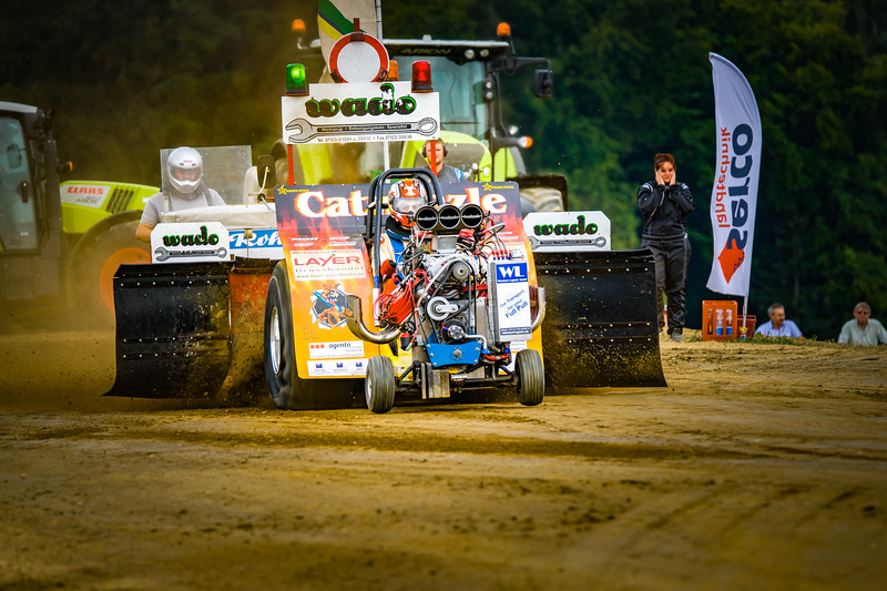 Tractor Pulling 2015-02307.jpg