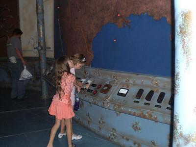 2008-07-12 Playing at the Aquarium