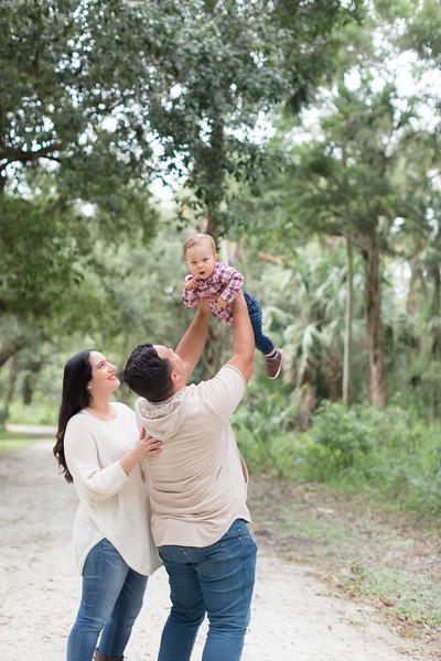 Holiday Minis- Acosta Family-43.jpg