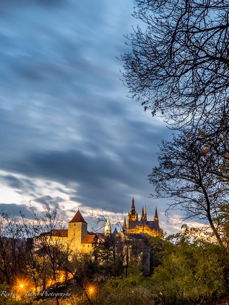 HDR Prague castle at night-2.jpg