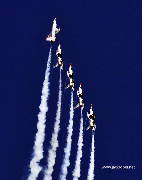 02 Thunderbirds up and away..jpg