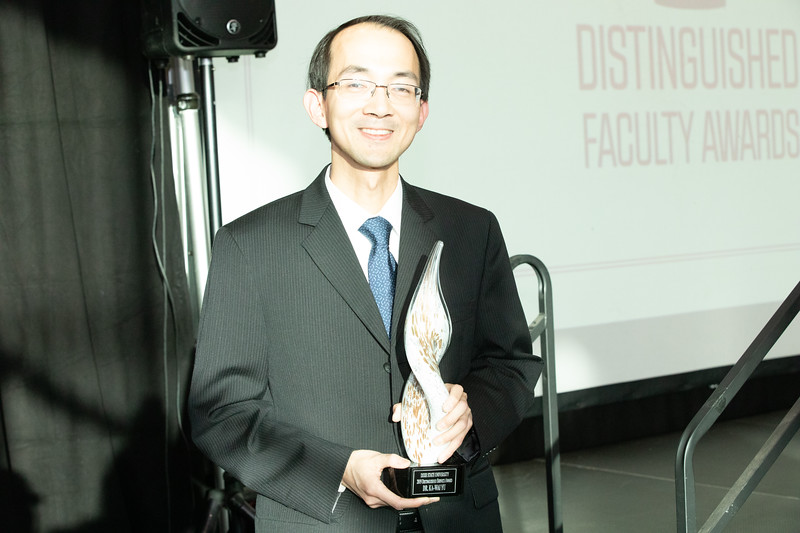 FACULTY AWARDS 2019-7707.jpg