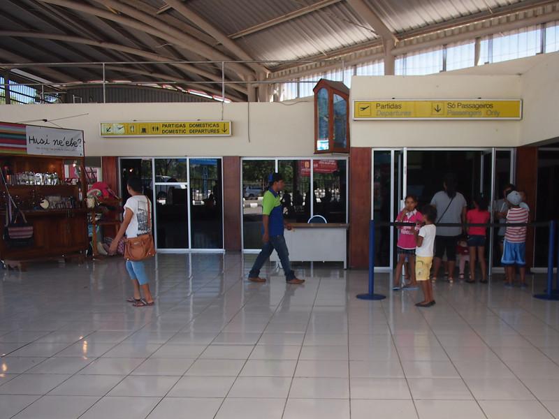 P5289013-departures.JPG