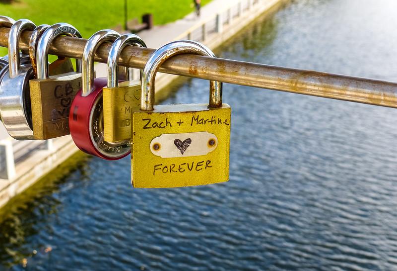 """""""Love Locks"""" On Somerset Street Bridge"""