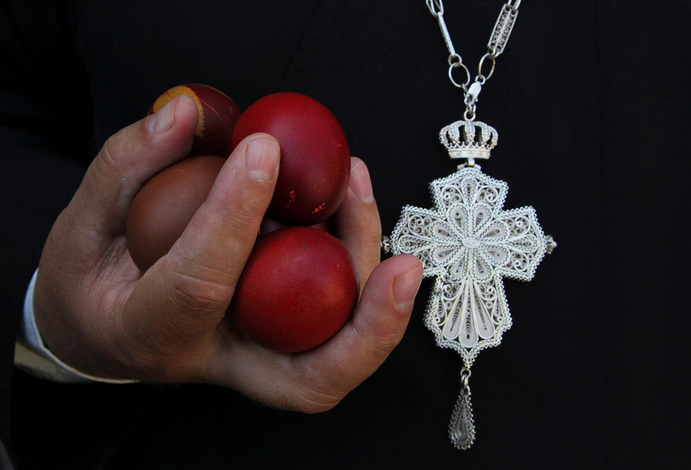 . An Orthodox Christian priest holds Easter eggs during an Orthodox Easter mass at Saint Sava church in Mitrovica, May 5, 2013. Ethnic Serbs from the Serb-dominated northern part of the ethnically divided town of Mitrovica cross the bridge to attend a mass at Saint Sava church located in the town\'s Albanian-dominated south. REUTERS/Hazir Reka